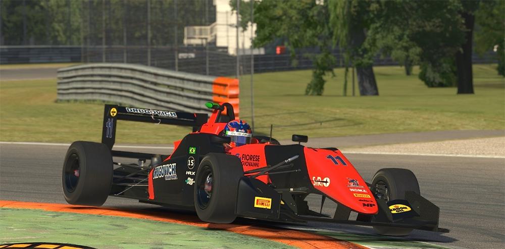 Felipe Drugovich soma vitórias e títulos e é um dos pilotos com mais sucesso no automobilismo virtual no mundo